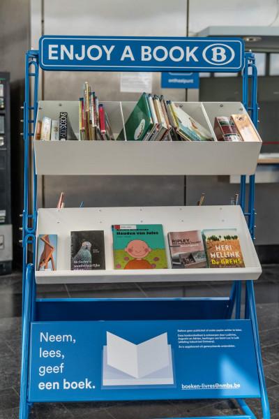 Boekenruilrek in het station